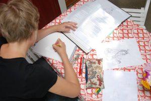 Titti ritar till en bok